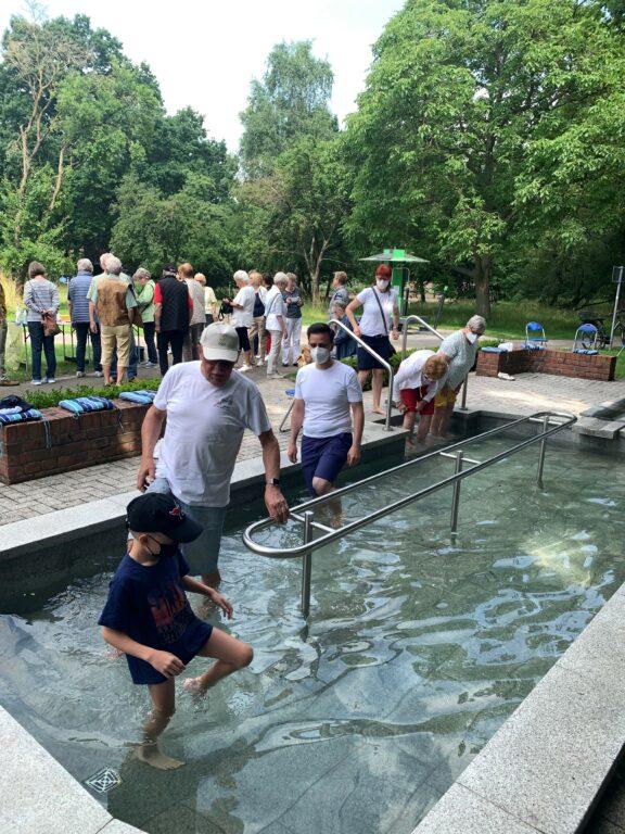 Im Stadtparkt besucht Provenzano den Kneipp-Verein Garbsen