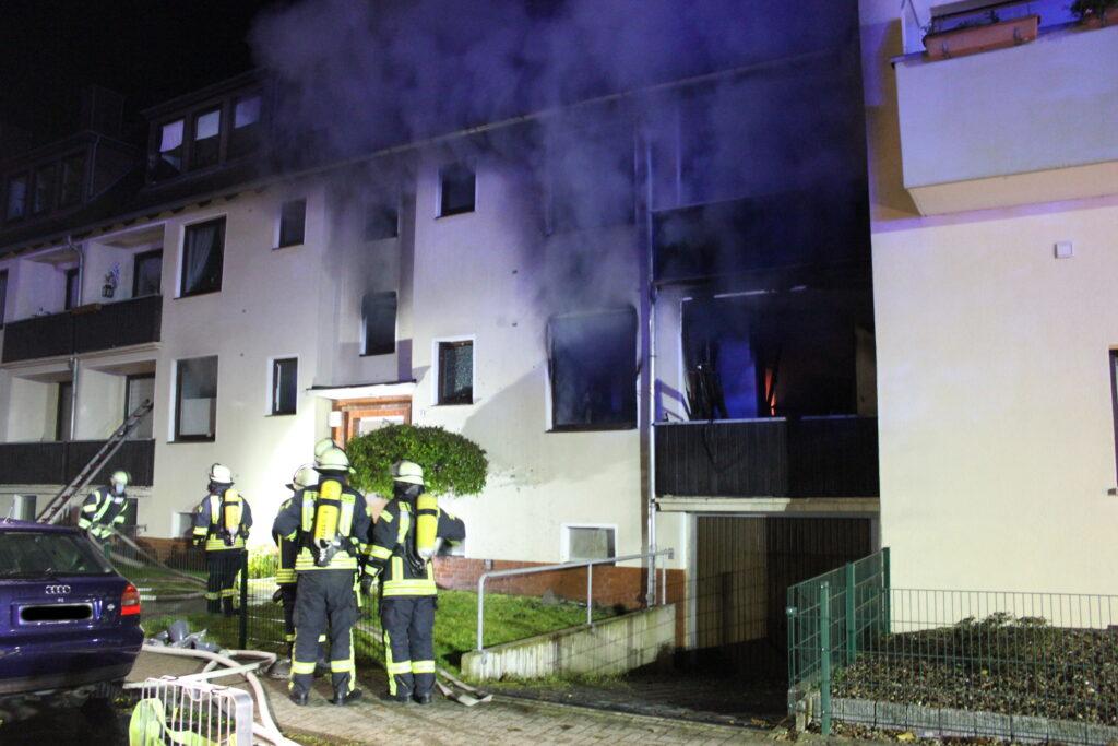 72-jähriger Mann stirbt bei Wohnungsbrand in Mehrfamilienhaus – mehrere Verletzte